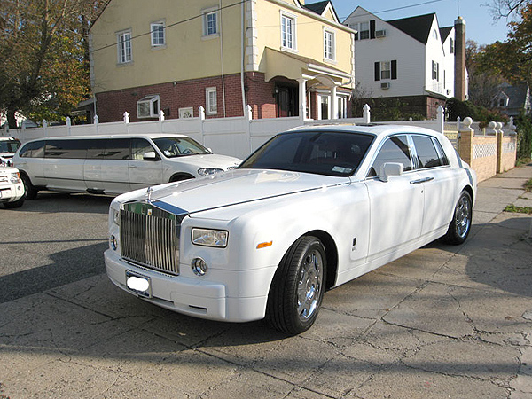 here nyc rolls royce phantom ghost limo rental service. Black Bedroom Furniture Sets. Home Design Ideas